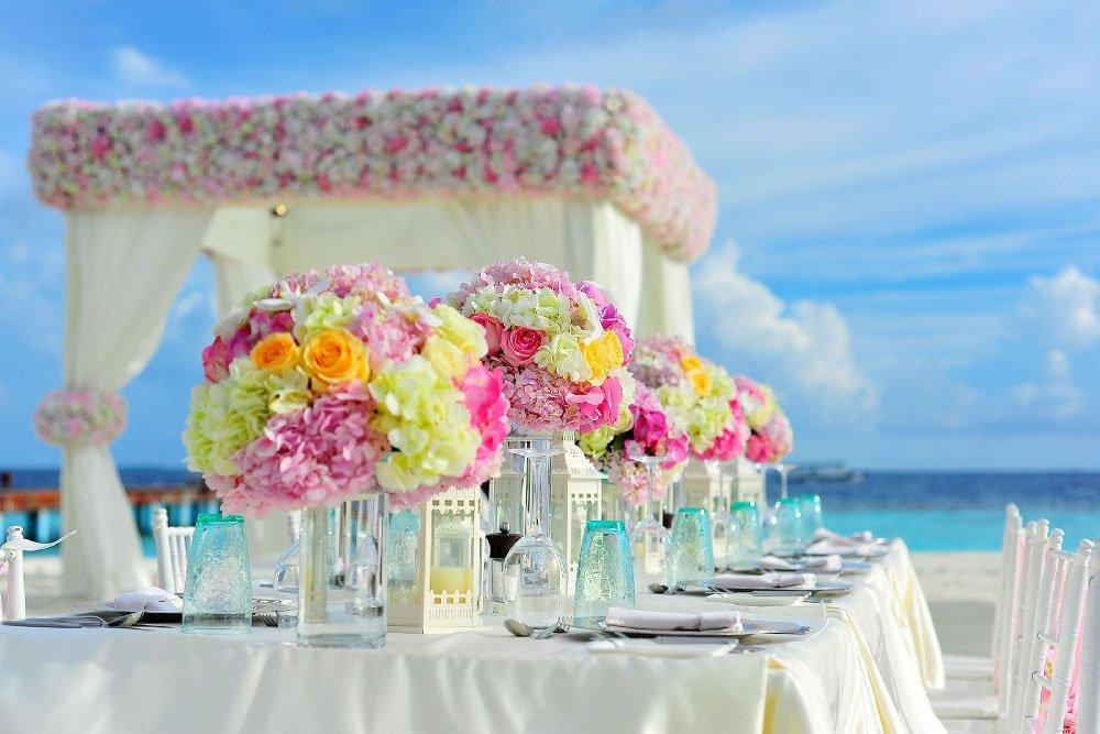Abiti da sposa e cerimonia per matrimonio in spiaggia